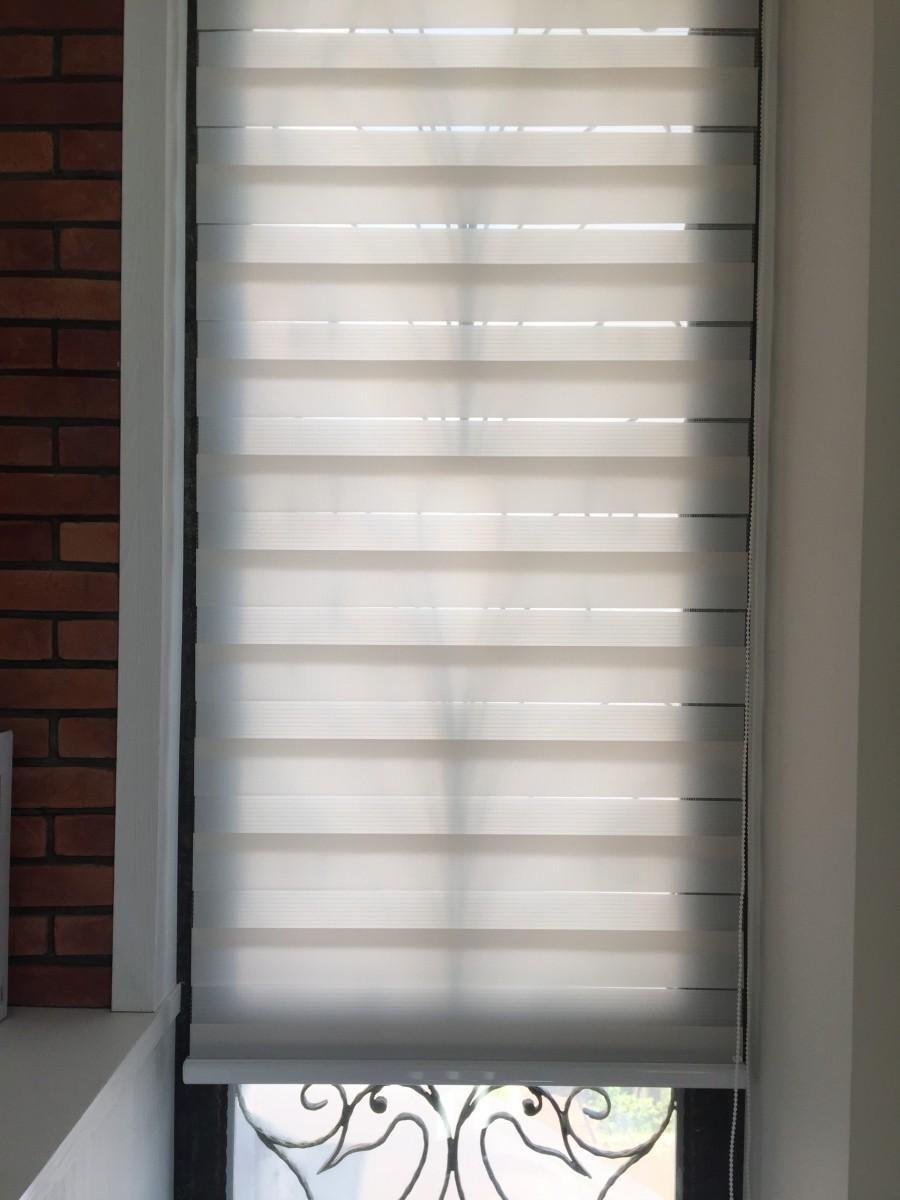 青埔豪華透天別墅_客廳側面採光窗