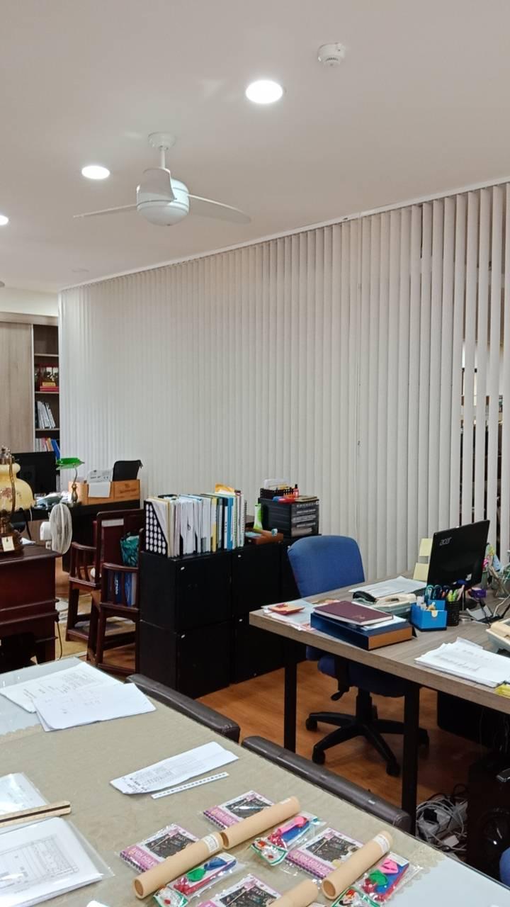 設計師辦公室的超長直立簾