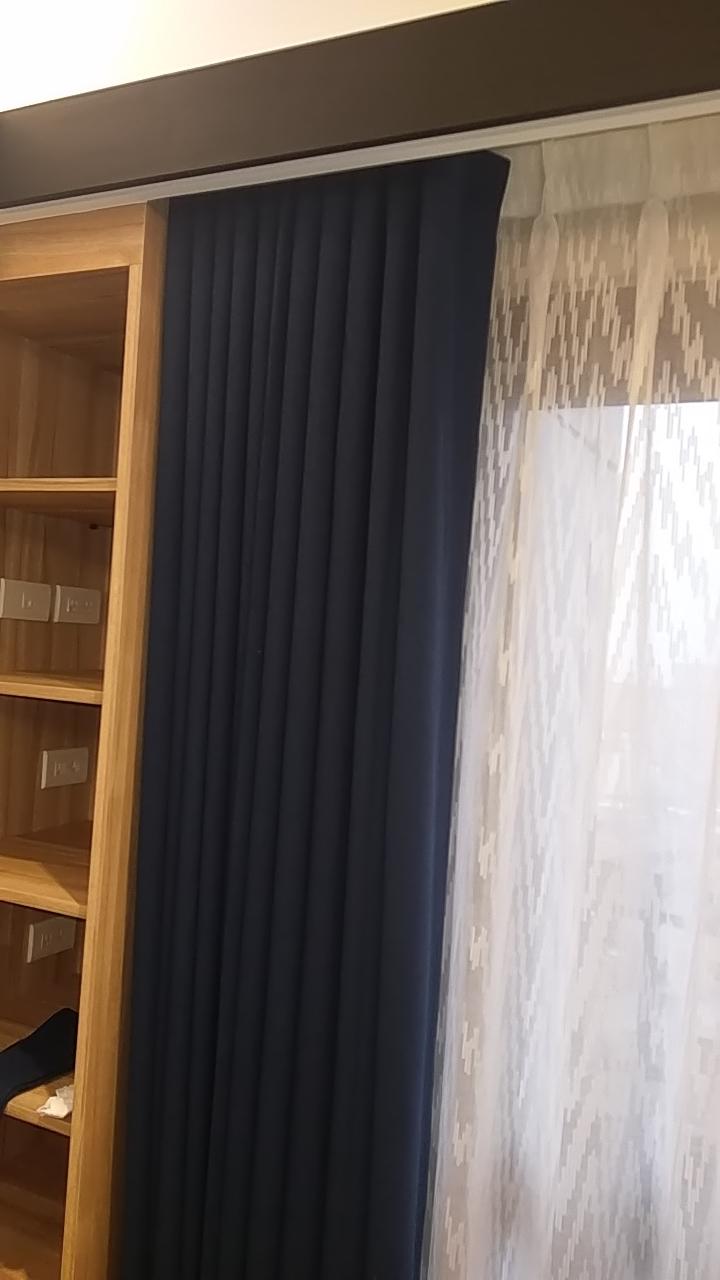 中壢慶澤居_客廳景觀窗{蛇形布簾+一般摺窗紗}